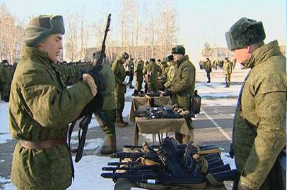 Новобранцы в Приамурье получили личное оружие