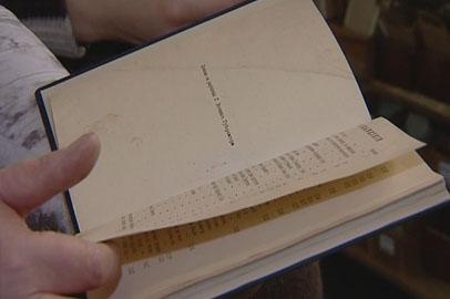 В областной библиотеке научились восстанавливать очень ветхие книги