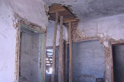 Жильцы аварийных бараков в Бурее боятся обрушения зданий