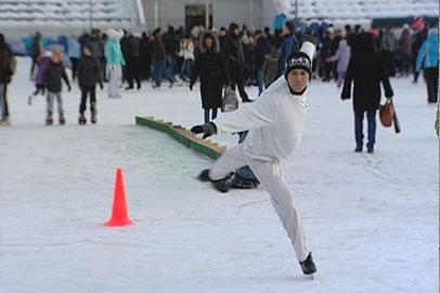 Напоследок на лёд стадиона «Амур» вышли почти полтысячи фигуристов