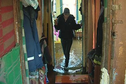 Дом многодетной матери из Благовещенска затопило талым снегом