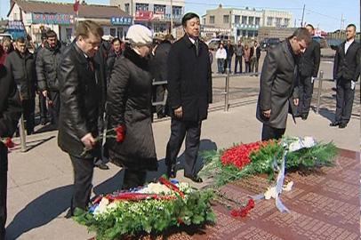 Амурские парламентарии и власти Хэйхэ почтили память воинов-освободителей