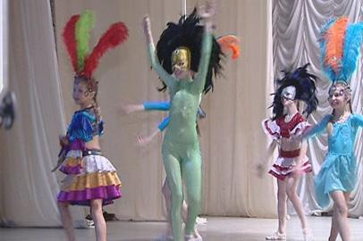 Юные благовещенские циркачи  представили «Карнавал в Рио»