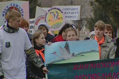 Юные защитники птиц-краснокнижников устроили экологический парад в Архаре