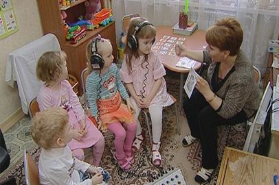 Благотворительный фонд «Мама» собирает деньги на лечение глухих детей