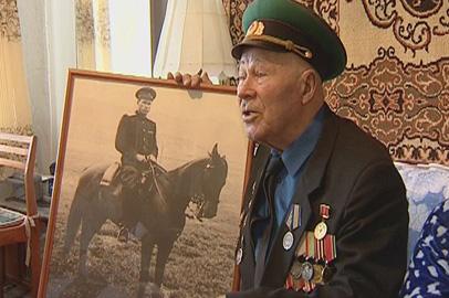 Амурские пограничники поздравили с Днем Победы подшефного фронтовика