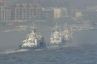 По Амуру прошел парад кораблей и катеров береговой охраны