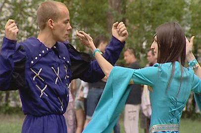 Благовещенцам предлагают освоить старинные танцы