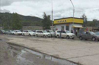 На заправках Зеи выстраиваются очереди из автомобилей