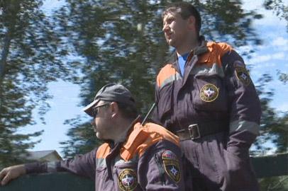Спасатели и военные помогают жителям подтопленной Усть-Ивановки