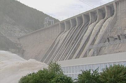 Зейская ГЭС увеличивает объемы сбросов до 4,5 тысяч кубометров в секунду
