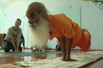 Благовещенских йогов несколько дней обучал настоящий индийский монах