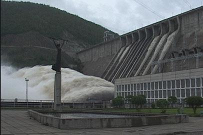 На Зейской ГЭС остановили холостые сбросы