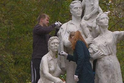 Амурские студенты провели уборку благовещенского Первомайского парка