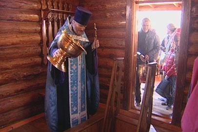 В Белогорье освятили целебный источник и купель