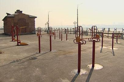Детские площадки и тренажеры устанавливают на новом участке набережной в Благовещенке