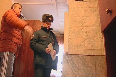 Сотрудники амурского МЧС проверяют многодетные семьи, проживающие в домах с печами