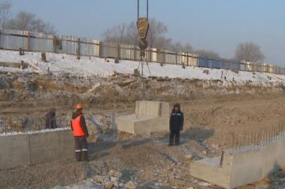 В Благовещенске укрепляют двухкилометровый участок берега Зеи