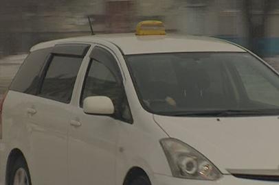 Амурские таксисты не спешат перекрашивать машины в желтый цвет