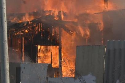 В Тынде огонь серьезно повредил многоквартирный дом
