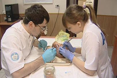 Будущие хирурги состязаются в мастерстве в Хабаровске