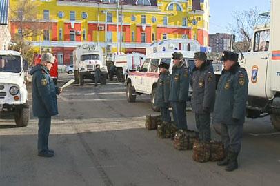 Сотрудники МЧС отправились вскрывать лёд на Амуре
