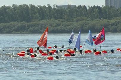 Российские и китайские пловцы пересекли Амур