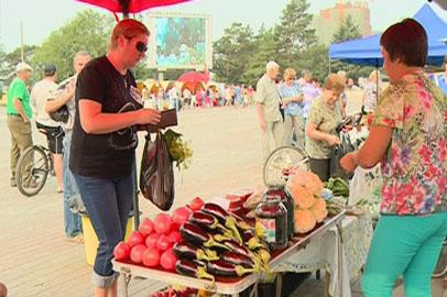 Свыше 50 фермеров развернули торговлю на «Ярмарке выходного дня» в Благовещенске
