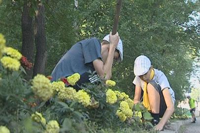 Ивановские школьники занялись благоустройством родного села