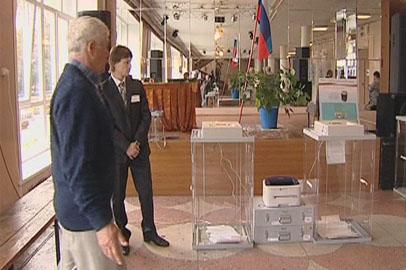 В Тамбовке молодым избирателям раздавали сладкие подарки