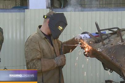 Работа бронетанкового ремонтного завода в Возжаевке, единственного на Дальнем Востоке