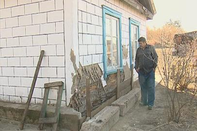 Жильцы аварийного дома в Михайловском районе просят властей сделать ремонт