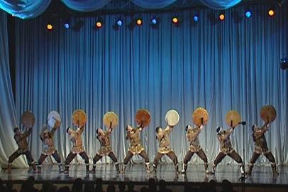 На амурской сцене выступил национальный корякский ансамбль танца «Мэнго»
