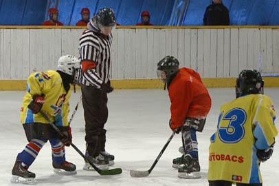 В детском первенстве Благовещенска по хоккею участвует девочка