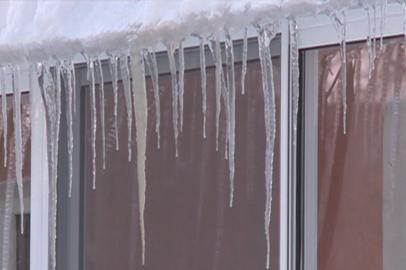 Некоторые управляющие компании Благовещенска пренебрегают очисткой дворов от снега и наледи