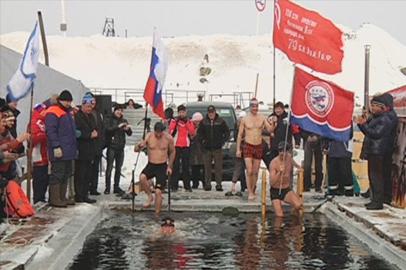 Российские и китайские моржи доплыли до Победы