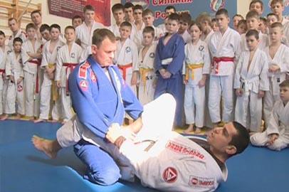 Чемпион Европы и Бразилии по джиу-джитсу провел мастер-класс для амурских спортсменов