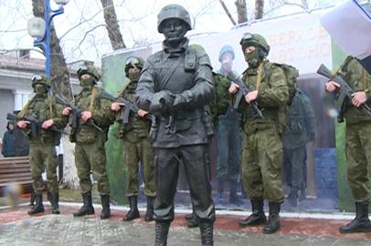 Памятник Вежливому солдату открыли в Белогорске