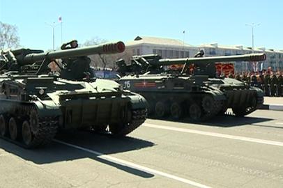 В праздничном параде Белогорска поучаствовала военная техника