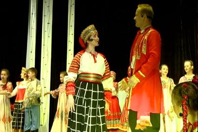 Историю о заколдованной красавице рассказал народный ансамбль «Перекати-поле»