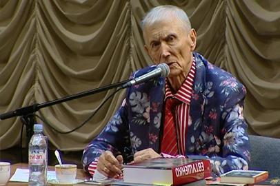 Евгения Евтушенко в Благовещенске встретили стоя