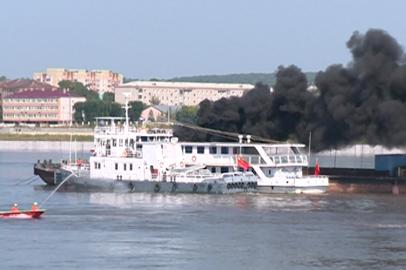 Горящее судно потушили в рамках международных учений на Амуре