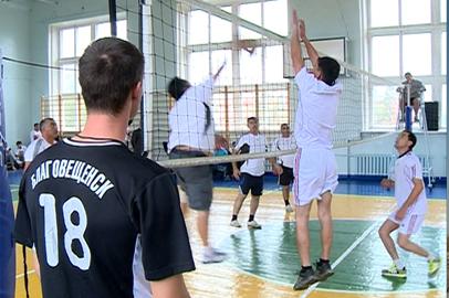 В Благовещенске ко Дню толерантности организовали турнир по волейболу