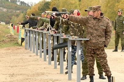 Сотрудники амурских силовых структур показали мастерство стрельбы из служебного оружия
