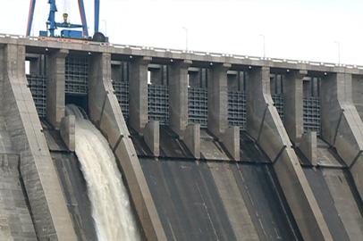Бурейская ГЭС начала холостые сбросы через плотину