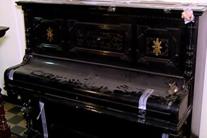 Амурские таможенники передали уникальное пианино краеведческому музею