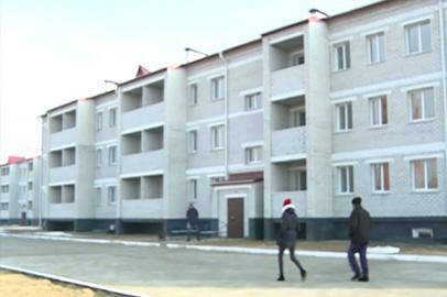 Два дома для переселенцев из бараков и сирот сдали в Екатеринославке