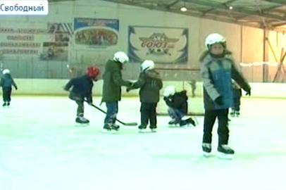 У свободненских первоклассников хоккей — один из обязательных предметов