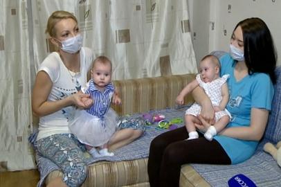 Мама пострадавших при рождении двойняшек пока не планирует  обращаться в суд