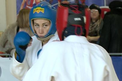 Областной чемпионат по рукопашному бою собрал рекордное число девушек